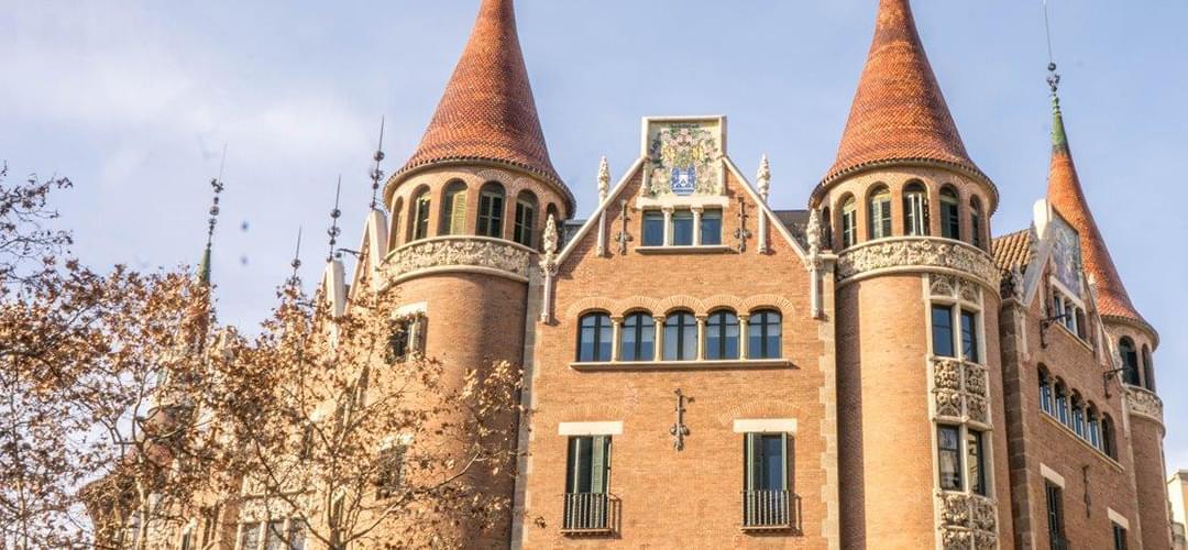 A modernist route through the centre of barcelona - Casa de las punxes ...