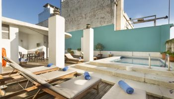 Pool and solarium on the roof terrace